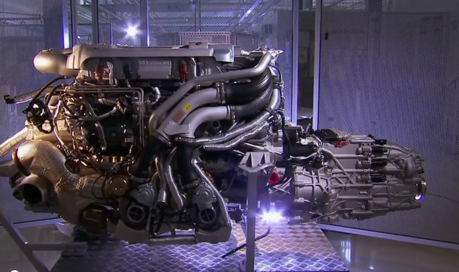 the-16-cylinder-engine-is-the-heart-of-the-veyron
