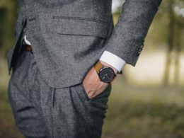 Úspešný muž v obleku
